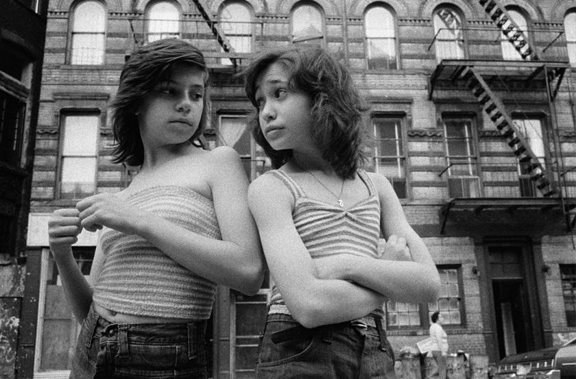 Meiselas Susan - Prince Street Girls